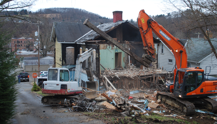 Demolition of blighted Leechburg property